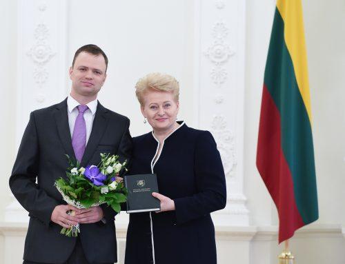 Prezidentė Dalia Grybauskaitė apdovanojo 2014 m. Konstitucijos egzamino nugalėtoją JURISTAI24.LT teisininką Eugenijų Gaščenką