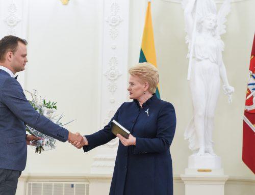 Prezidentė Dalia Grybauskaitė pasveikino Konstitucijos egzamino 2015 metų nugalėtojus, tarp jų – JURISTAI24.LT teisininkas Eugenijus Gaščenka
